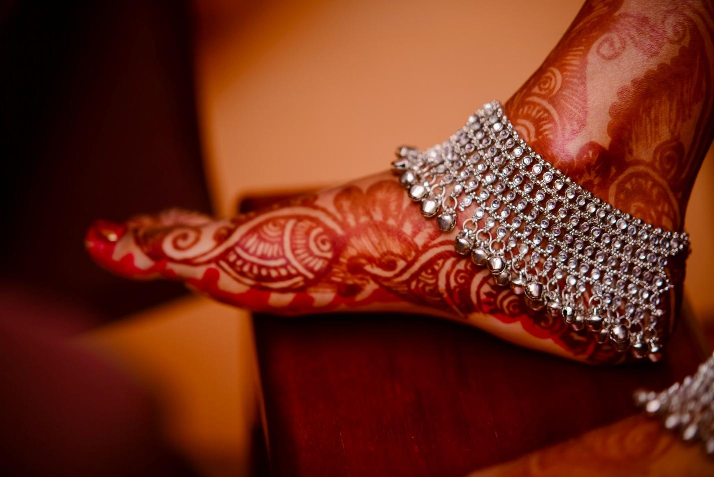 7 Unknown Benefits Of Wearing Silver Anklets ! | Manglam Jewellers